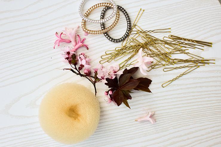 Haargummi und Nadeln