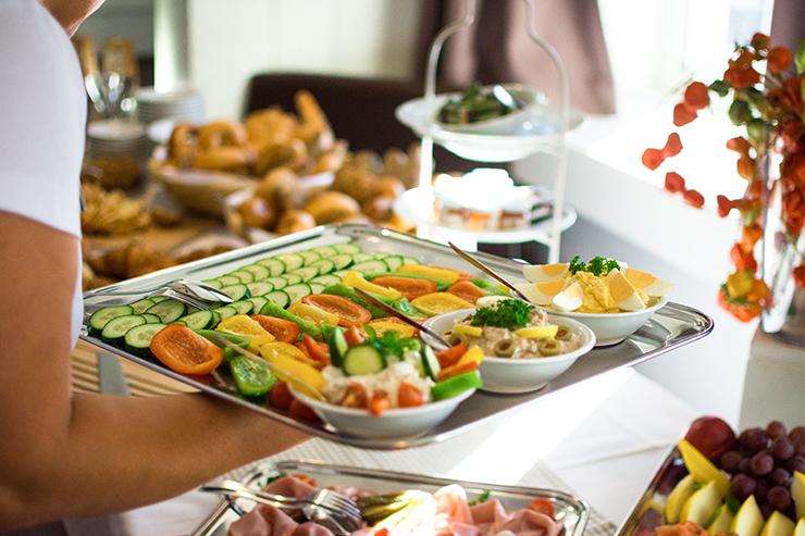 hofer-event-zurueck-zum-ursprung-fruehstuecksbuffet