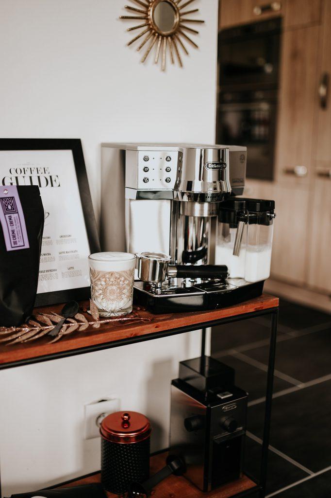 Kaffeemaschine um Iced Coffee zuzubereiten